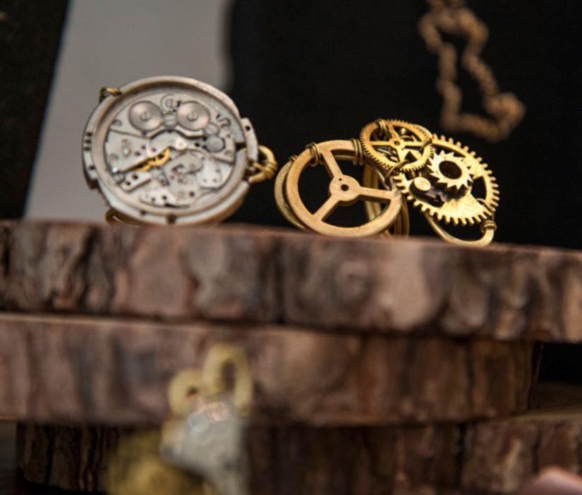 Orologi ed ingranaggi ottenuti da materiali di riciclo