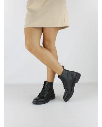 Scarponcino-impermeabile-6-occhielli-modello-con-lacci-colore-nero-figura-intera