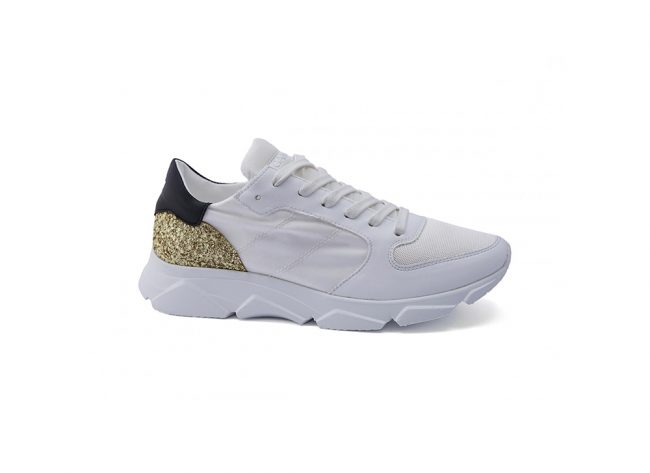 Sneakers-donna-con-lacci-in-cotone-Colore-bianco-dettagli-nero-oro