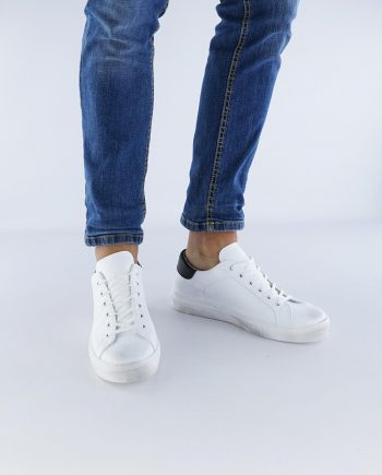 Sneakers-uomo-con-lacci-in-cotone-Colore-bianco-dettagli-nero-figura-intera
