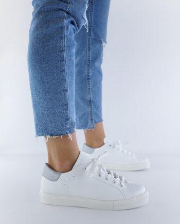 Sneakers-donna-impermeabile-con-lacci-in-cotone-colore-bianco-figura-intera