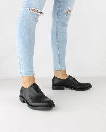 Scarpe-donna-classica-impermeabile-con-calzata-elastica-senza-lacci-colore-nero-figura-intera