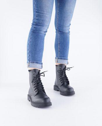 Scarpa-donna-anfibi-otto-buchi-lacci-impermeabili-neri-figura-intera