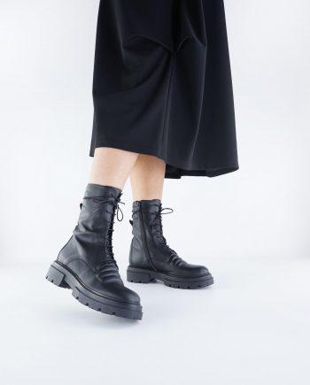 Scarpe-donna-anfibio-scarponcino-con-9-occhielli-impermeabile-con-lacci-e-zip-Colore-Nero-figura-intera