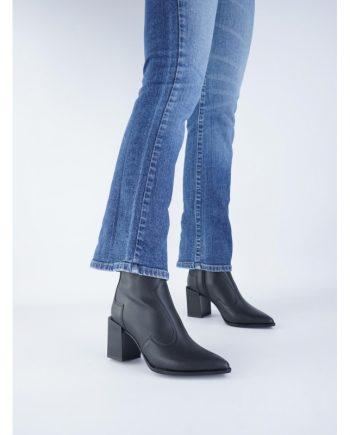 Stivaletti-tronchetti-donna-impermeabile-a-punta-con-cerniera-laterale-Colore-nero-figura-intera