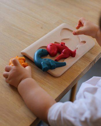 Dino-puzzle-gioco-plan-toys-immagine-ambientale-2