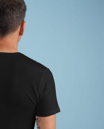 Tshirt_scollo_a_V_nera_retro_scaled