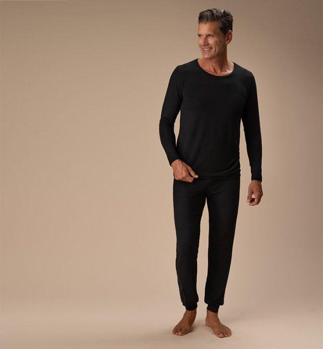 pigiama-uomo-nero-cotone-organico-figura-intera-fronte